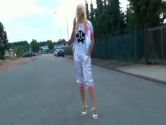 Blondine vom Dorf